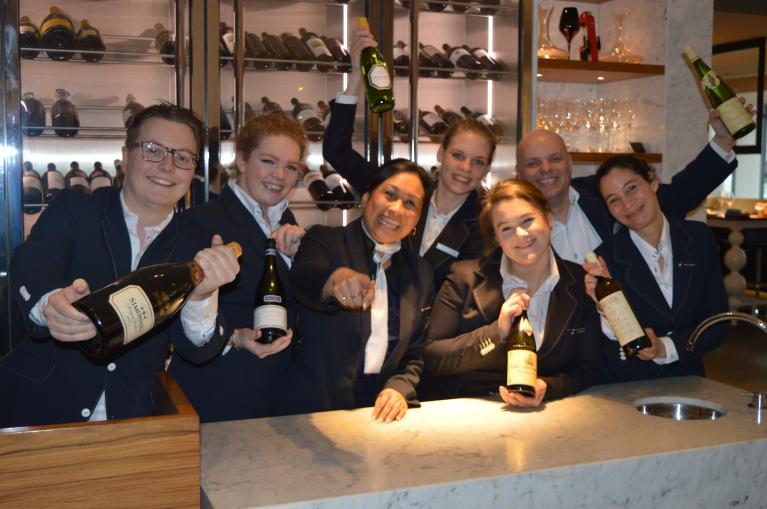Horeca vacature eindhoven stage restaurant werken bij pullman eindhoven cocagne - Eigentijdse bar ...
